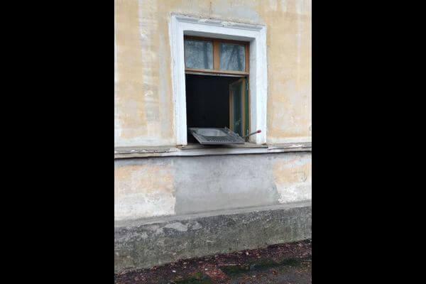 В Самаре полицейские встретили вора, проникшего вквартиру через окно, вдверях