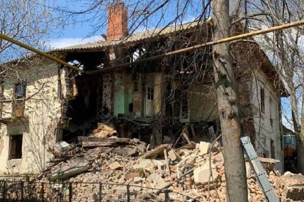 В Самаре рухнула стена расселенного дома на улице Структурной | CityTraffic