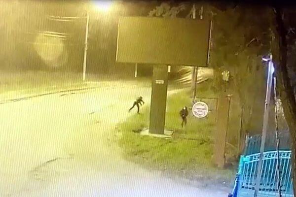 В Тольятти задержаны 2 жителя Жигулевска, которые разбили рекламный щит   CityTraffic