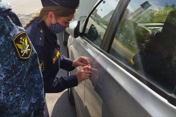 У жительницы Жигулевска за долги арестовали Volkswagen Touareg | CityTraffic