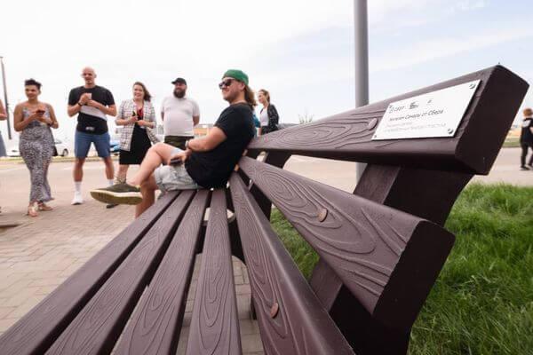 Самаре установили скамейку из песка и пластика   CityTraffic