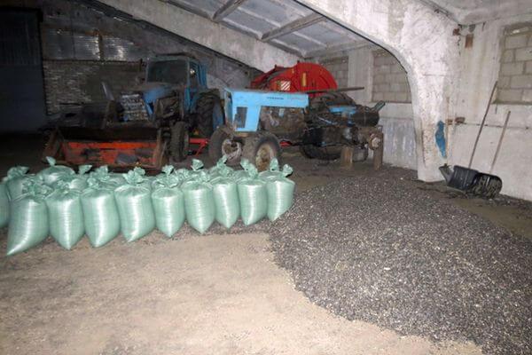 Два жителя Самарской области похитили 41 мешок семечек | CityTraffic