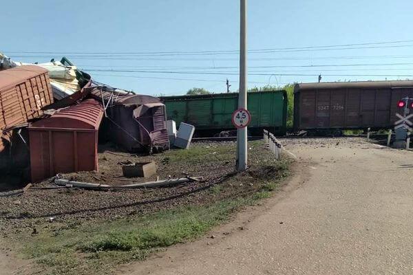 Ночью 16 мая восстановили движение поездов по одному пути после схода вагонов в Самарской области   CityTraffic