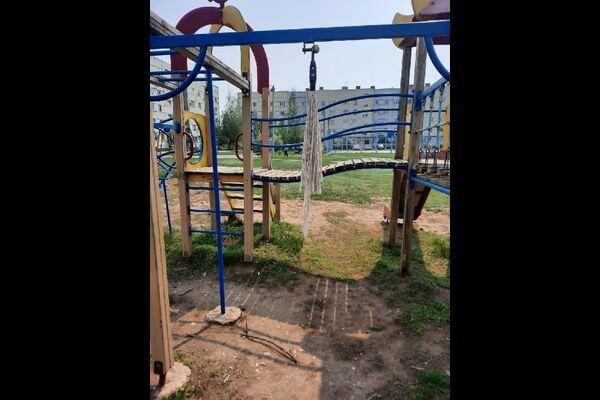 Прокуроры нашли вОтрадном опасные детские качели без сиденья