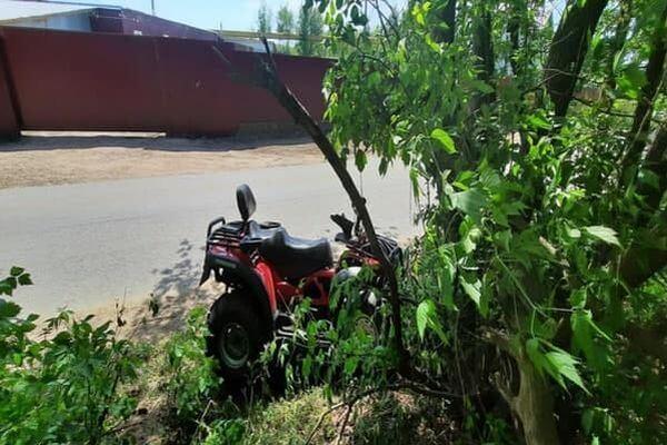 В Самаре водитель квадроцикла без прав и шлема врезался в дерево | CityTraffic
