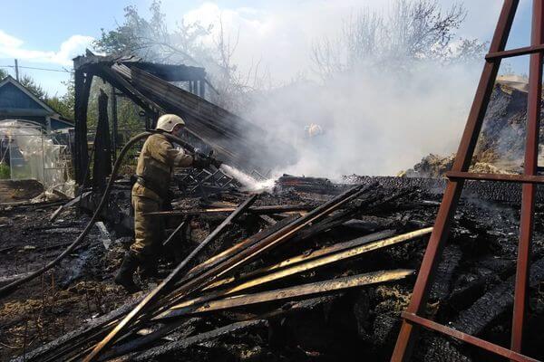 В Самаре сгорели два дома в дачном массиве | CityTraffic