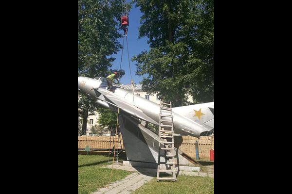 В Самаре демонтируют памятник МиГ-17   CityTraffic