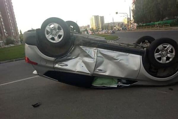 """В Тольятти """"Тойота Рав 4"""" врезалась в такси и опрокинулась   CityTraffic"""