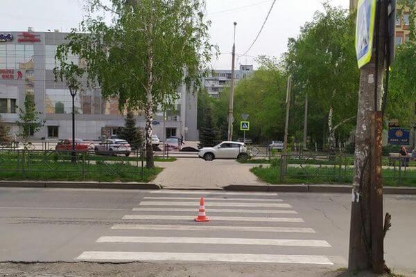 В Самаре на пешеходном переходе сбили женщину | CityTraffic