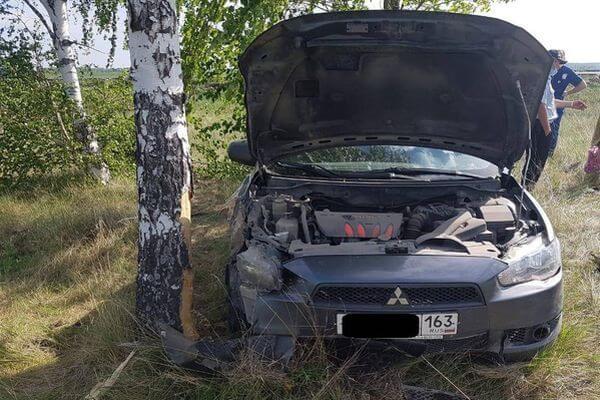 Двое детей пострадали в столкновении иномарки с деревом под Тольятти | CityTraffic