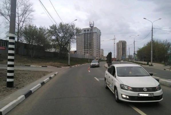 В Самаре водитель такси сбил пешехода, который переходил дорогу не там, где следует | CityTraffic