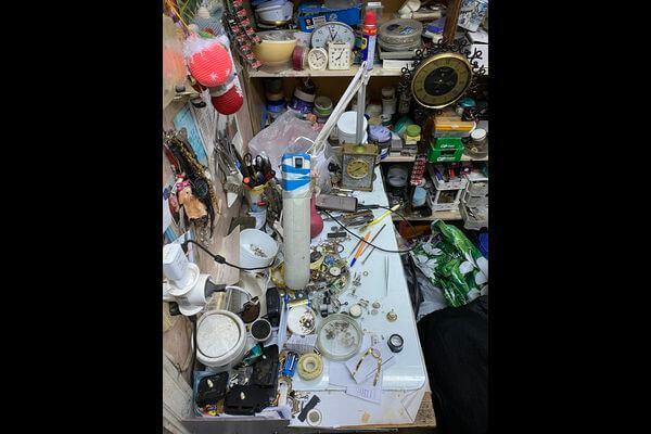 Жительница Тольятти украла в мастерской чужие часы стоимостью 100 тысяч рублей, чтобы подарить своему мужчине | CityTraffic