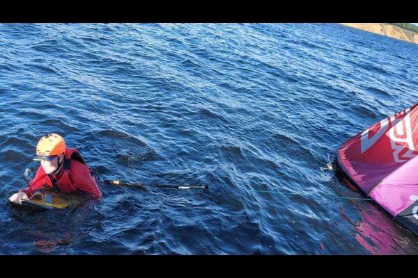 Под Тольятти на Волге спасли кайтсерфера, у которого сложился парашют | CityTraffic
