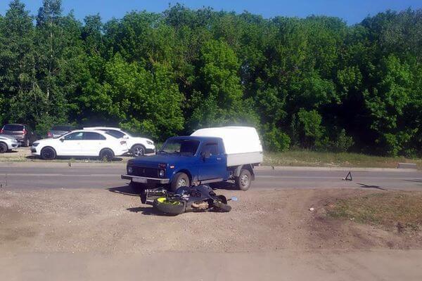 В Самаре мотоцикл с номерами Ивановской области врезался в идущий впереди фургон | CityTraffic