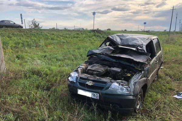 Внедорожник опрокинулся на трассе в Самарской области, водитель попал в больницу   CityTraffic