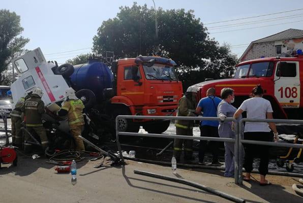 В Самарской области в ДТП с участием трех автомобилей погиб водитель скорой помощи | CityTraffic