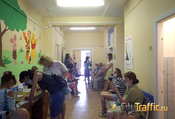 Жители Тольятти проводят часы в очередях на вакцинацию от COVID-19 | CityTraffic