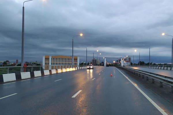 В Самаре на Фрунзенском мосту под колеса иномарки попал 20-летний пешеход | CityTraffic