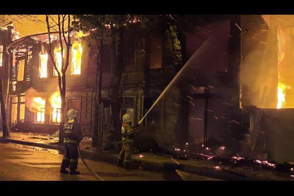 ВООПИиК считает два сгоревших дома на Арцыбушевской в Самаре ценными градофомирующими объектами | CityTraffic
