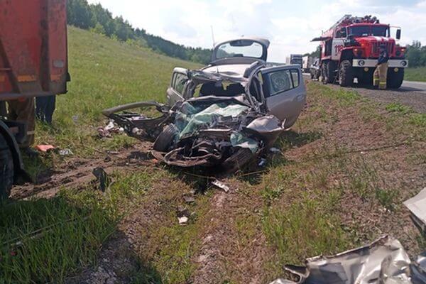 Два человека погибли в столкновении КАМАЗа и легковушки на трассе М-5 в Самарской области | CityTraffic