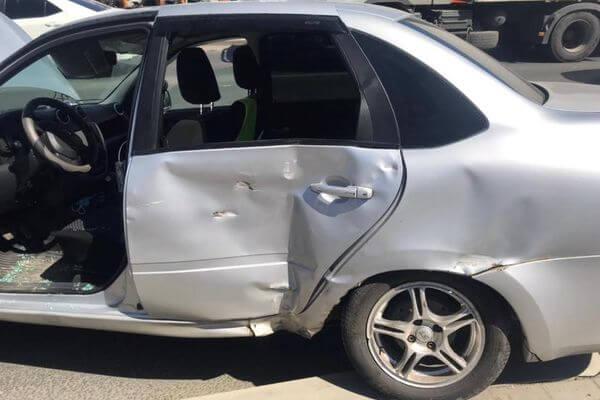 В Самаре грузовик врезался в легковушку | CityTraffic
