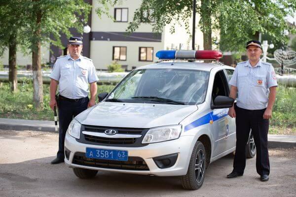 Сотрудники ГАИ из Самарской области помогли матери срочно доставить дочь в больницу   CityTraffic