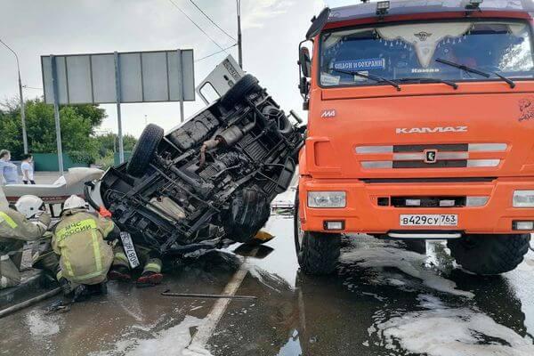 Полиция рассказала, как произошла авария, в которой погиб водитель Скорой и пострадали 5 человек в Самарской области | CityTraffic
