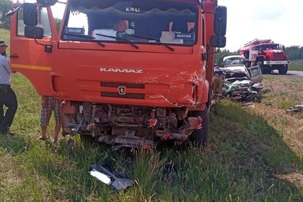 Причиной смертельной аварии в Самарской области стал выезд легковушки на встречную полосу | CityTraffic