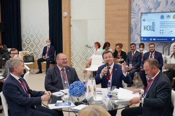 Секретарь самарской ЕР Дмитрий Азаров на ПМЭФ-21 рассказал оважных партийных проектах врегионе