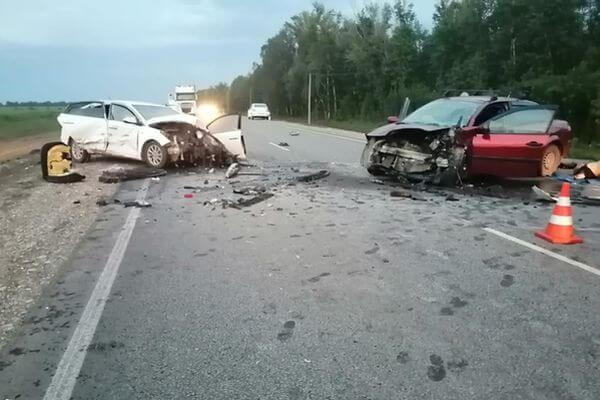 Один человек погиб и трое попали в больницу в результате ДТП на трассе в Самарской области | CityTraffic