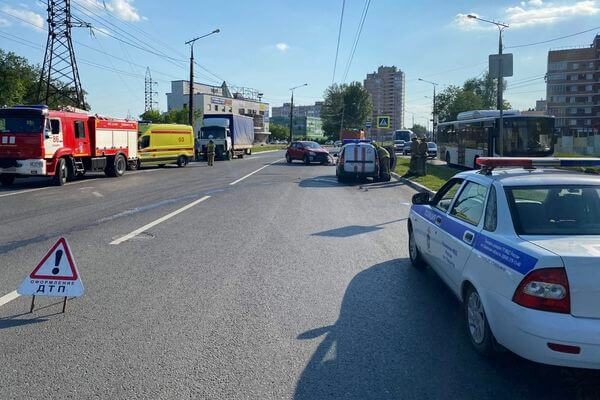 В Тольятти столкнулись 3 автомобиля, погибла женщина-пешеход | CityTraffic