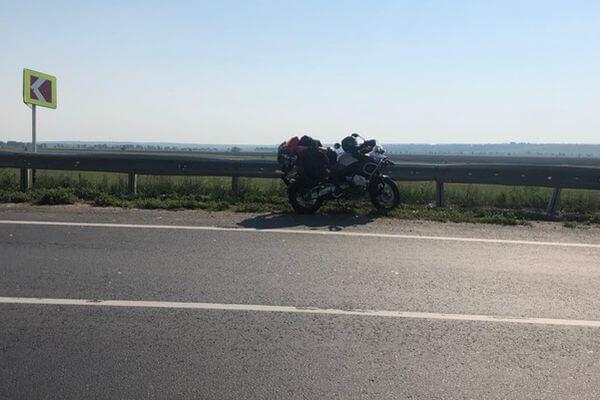 На трассе в Самарской области опрокинулся мотоциклист | CityTraffic