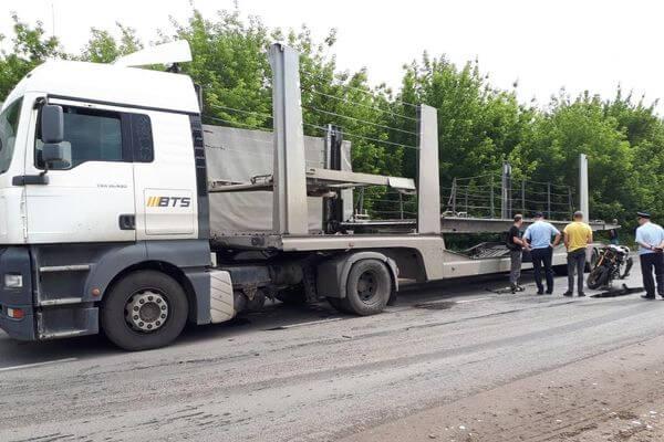 Под Тольятти грузовик сбил мотоциклиста | CityTraffic