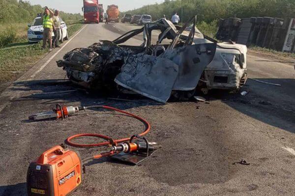 Спасатели Самарской области рассказали подробности об автокатастрофе в которой погибли 3 человека | CityTraffic