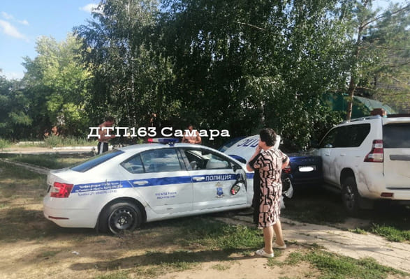 В Нефтегорске патрульный автомобиль Госавтоинспекции врезался в три машины | CityTraffic