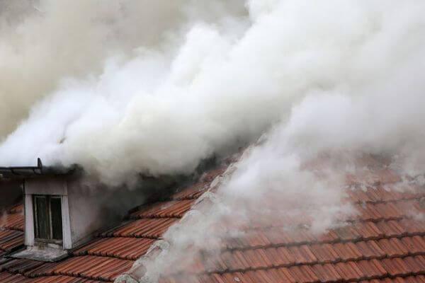Житель Самарской области подпалил свой дом и чуть не сгорел | CityTraffic
