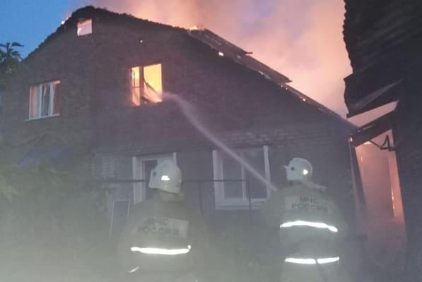 Ночью в Самаре 87 человек тушили два горящих дома | CityTraffic