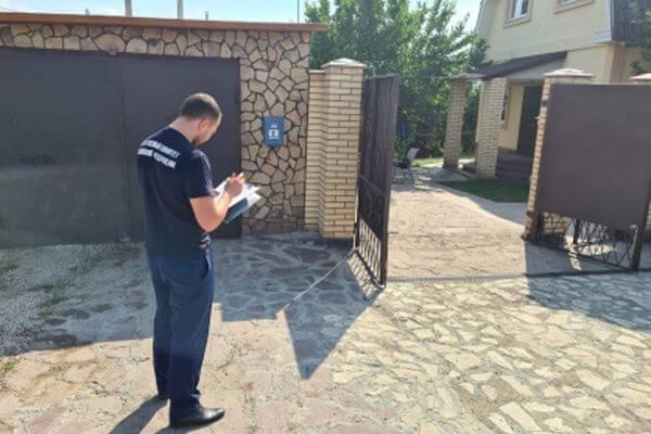 Чиновники помогут с похоронами убитой школьницы в поселке Петра Дубрава | CityTraffic