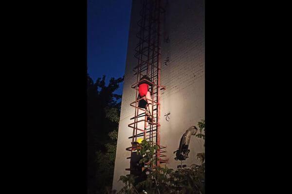 В Тольятти двух девушек ночью пришлось снимать с крыши | CityTraffic