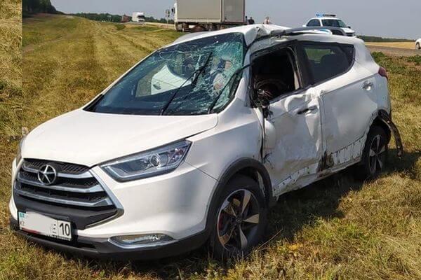 Кроссовер из Казахстана врезался в грузовик с жестью на трассе М-5 в Самарской области | CityTraffic