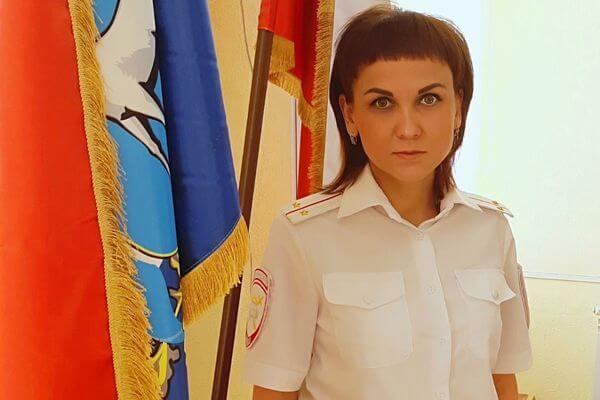 Сотрудница полиции из Самарской области спасла жизнь человеку, которому стало плохо на улице   CityTraffic