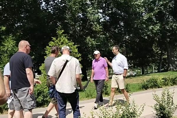 В Самару на теплоходе прибыли Иван Ургант и Владимир Познер для съемок телепроекта | CityTraffic