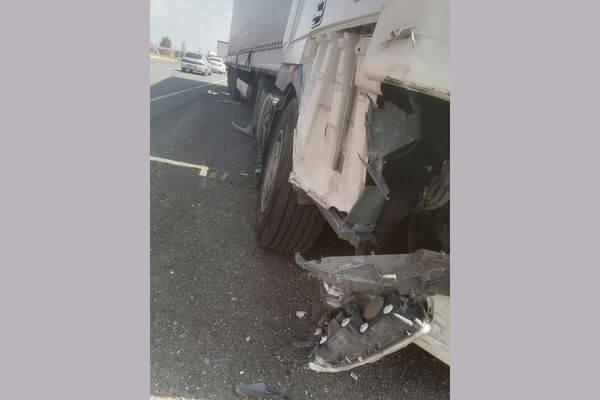 Кроссовер из Казахстана врезался в грузовик с жестью на трассе М-5 в Самарской области   CityTraffic