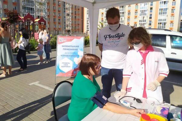 В Тольятти открылась мобильная приемная доктора Каравашкина, который расскажет горожанам о вакцинации | CityTraffic