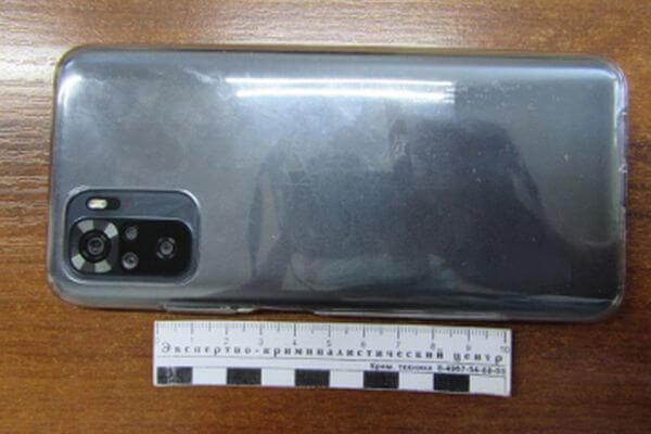 Таксист из Жигулевска украл из чужой машины телефон, надев перчатки