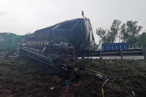 В Самарской области опрокинулся грузовик, водитель остался без руки   CityTraffic