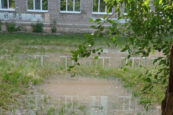 В Самаре из-за аварии на сетях затопило территорию школы №155 | CityTraffic
