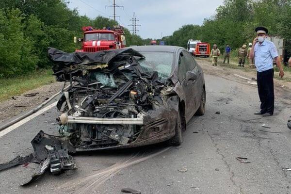 Три человека погибли в результате столкновения двух легковушек и грузовика в Самарской области | CityTraffic