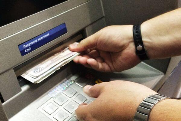 Житель Самары забрал из банкомата чужие деньги | CityTraffic