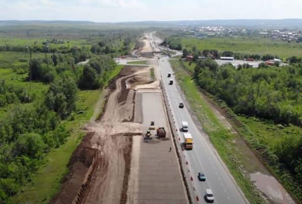 На реконструируемом участке трассы М-5 в Самарской области забивают сваи для нового путепровода | CityTraffic